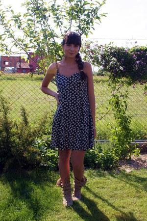 Benvenuti boots - thrifted vintage dress - pull&bear earrings