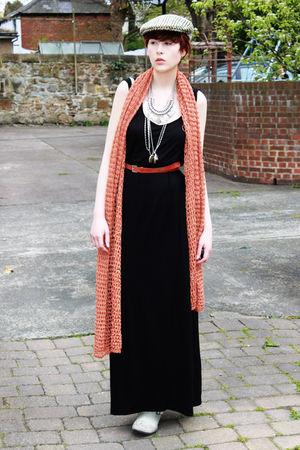 brown hat - black dress