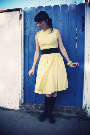 light yellow vintage dress - white Forever21 sunglasses - black Target flats - b