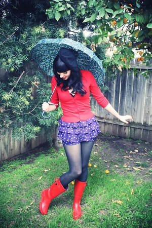 red wellies Target boots - black vintage hat - black black tights Target tights