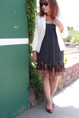 black thrifted dress - ivory ann taylor blazer - ruby red Worthington heels