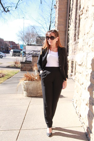 black thrifted blazer - white tee unkown shirt - black H&M pants