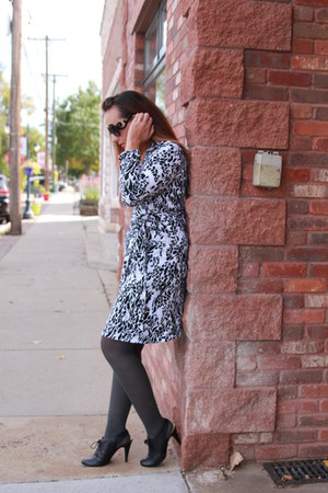 black Nine West boots - white animal print thrifted dress