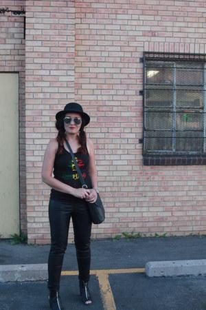 black kohls boots - black vintage hat - red snoop dogg concert shirt