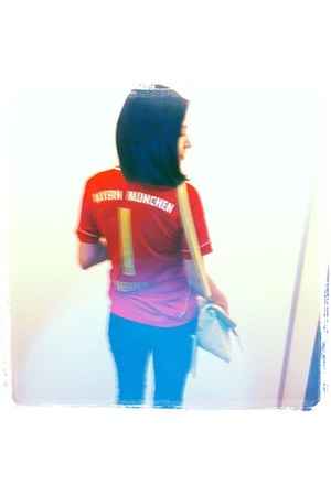 red Bayern München shirt