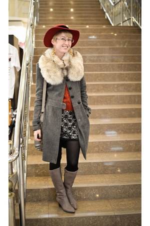 ruby red vintage hat - fur collar vintage accessories