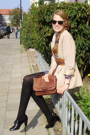 black Sacha shoes - brown vintage bag - beige flea market blazer - blue Zara jum