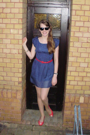 navy dotted unknown dress - red comfortale H&M flats - red braided H&M belt