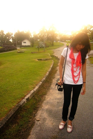 orange DIY scarf - white banana republic t-shirt - black Mango jeans - pink Char
