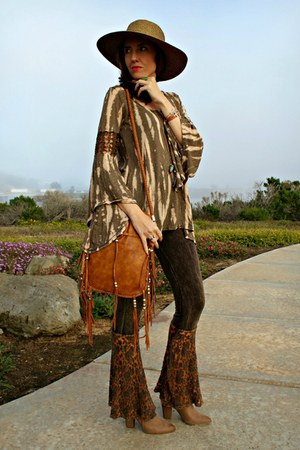 brown bell sleeve Pink Soul top - dark khaki fringe Galian NY bag