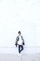 white reebok classics Reebok sneakers - navy denim Levis jeans