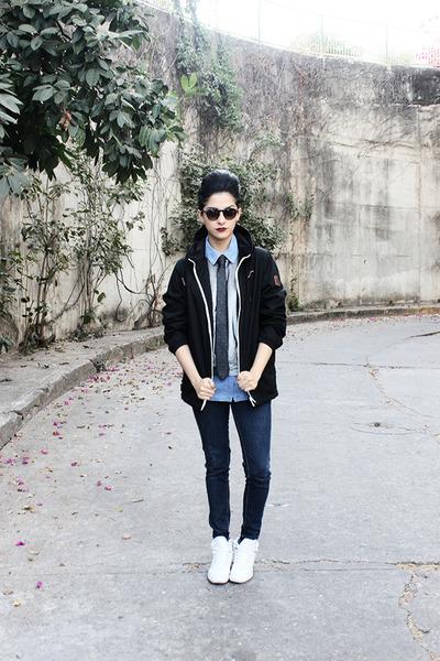 black silk calvin klein tie - navy jeggings Levis jeans
