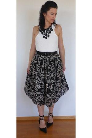 fleur de lis J Crew skirt - Zara necklace