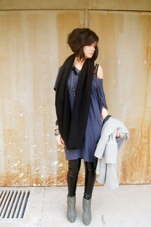 blue Topshop dress - black Zara leggings - black H&amp;M scarf - black intimissimi i