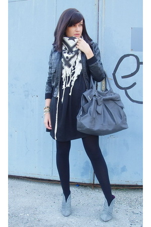 H&M jacket - Zara shoes - Zara scarf - Zara purse
