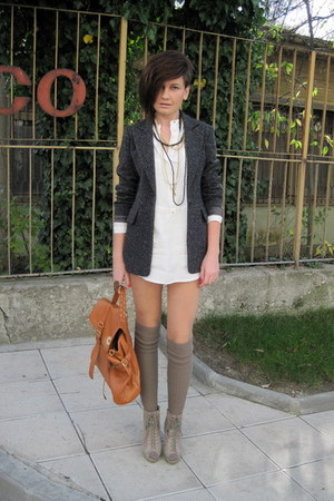 how to wear beige boots
