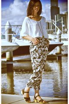 white Market HQ sweater - black clogs - black high waisted Frankie Sunshine pant