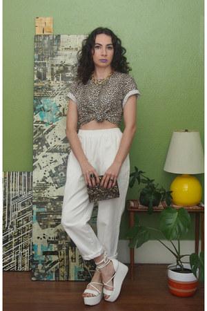 white 80s Vintage pants - tan leopard print 90s vintage t-shirt