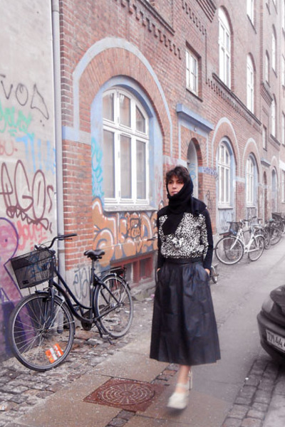 black cotton vintage scarf - black Future Fabric sweater