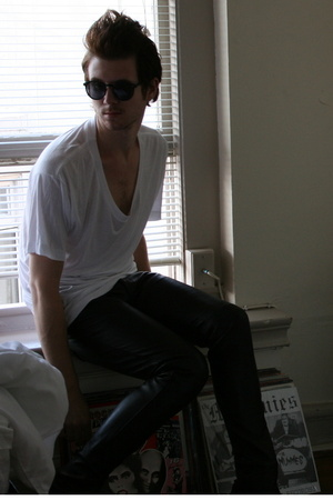 American Apparel t-shirt - H&M sunglasses - Vintage Gap pants