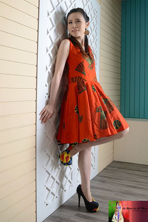 carrot orange TOPd dress - black embellished Burkhalter Couture heels