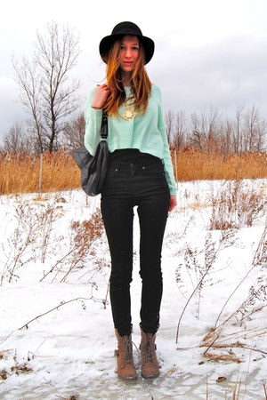 aquamarine cropped H&M sweater - black leather BCBG bag