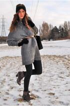 light brown lace up Spring boots - black turban hat - black shiny H&M leggings -
