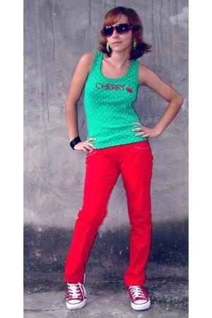 Marisa pants - Chili Beans glasses - Converse shoes