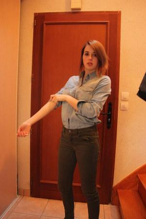 light blue jean shirt Mango shirt - army green Ellos pants