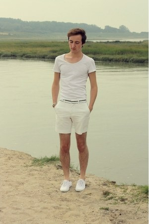 white Topman shorts - white Zara t-shirt - white Fred Perry sneakers