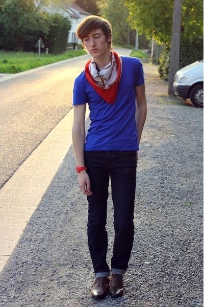 burnt orange asos shoes - navy asos jeans - red grandmothers closet scarf - blue