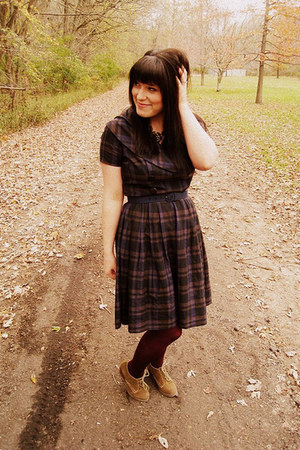 navy vintage dress - camel shoes