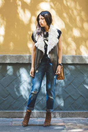 brown leopard print Zara boots - navy boyfriend jeans Zara jeans - nude Zara bag