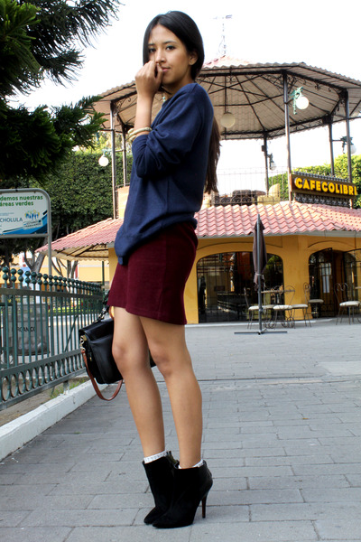 crimson vintage skirt - black Zara boots - navy from my mom jumper