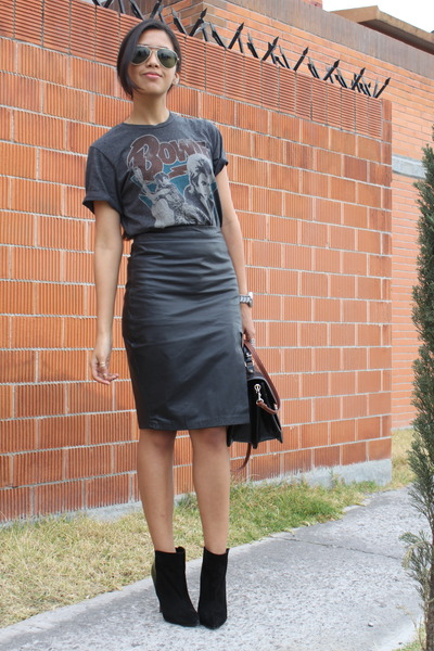 black no brand skirt - black Zara boots - dark gray pull&bear t-shirt