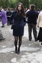 navy jacket - black purse - navy heels