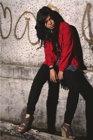 Levis jeans - Logo jacket - barong shirt - Croscheck wedges
