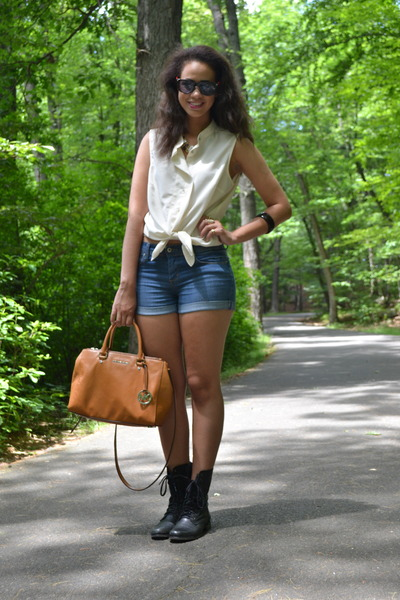 black Steve Madden boots - cream H&M shirt