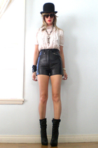 Report boots - G&G sunglasses - blouse - hat - shorts
