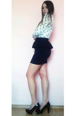 black peplum new look skirt - white printed Oggi blouse - black new look pumps