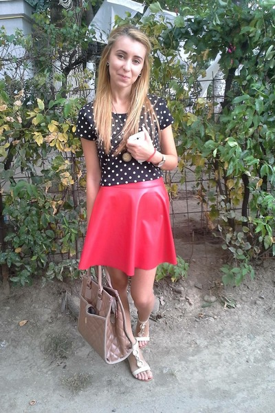 black New Yorker shirt - beige shoes - tan bag - red skirt