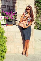 navy high-waisted skirt - floral print Terranova shirt - light orange bag