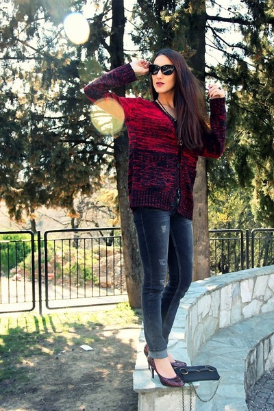 brick red knitted cardigan - dark gray skinny Authentic jeans
