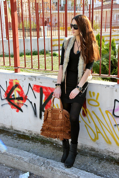 tawny fringed suede bag - black wedges boots - black knitted dress