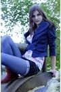 Blue-jacket-white-stradivarius-top-blue-tights-red-boots