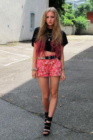 pink Zara shorts - black H&M shoes - black H&M t-shirt