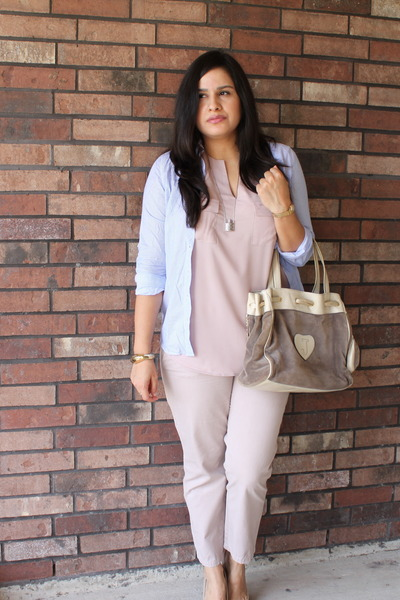 neutral Juicy Couture bag - soft pink Gap pants
