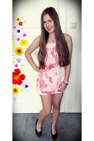 pink - dress - white Only shorts - black - shoes - white Claires bracelet - brow