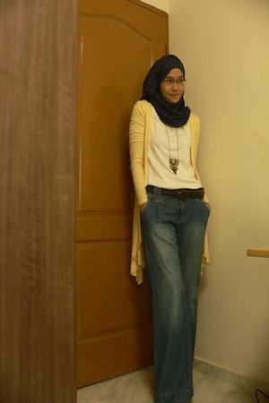 blue Pashmina scarf - yellow random cardigan - white random t-shirt - blue Mark