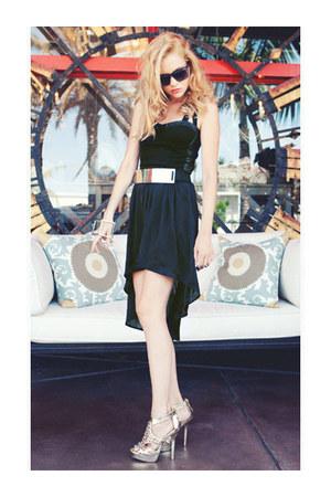 dress - outline sunglasses - metallic buckle belt - metallic spiked heels